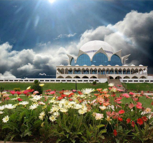 Top 10 Mosques in Pakistan, famous mosques in pakistan, pictures of mosques, historic mosques, Faisal masjid, Badshai masjids, Pictures of 10 most beautiful and historic Mosques in Pakistan.